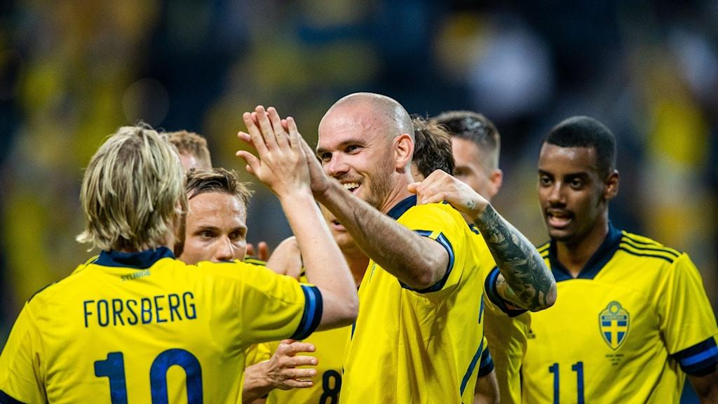 Sverige jublar efter mål mot Armenien i EM-genrep.