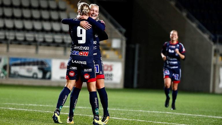 Linköpings Frida Leonardsen Maanum kramar om Lina Hurtig