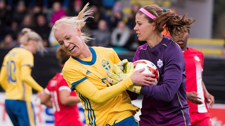 Caroline Seger i träningslandskampen mot Kanada.