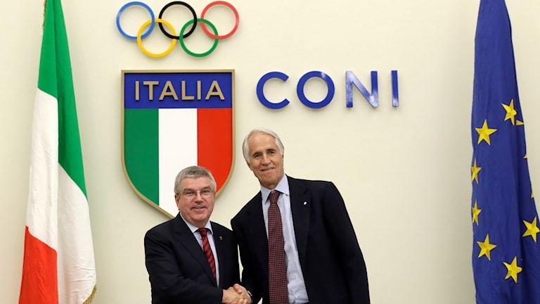 IOK:s ordförande Thomas Bach, och Giovanni Malago, ordförande i Italiens olympiska kommitté.