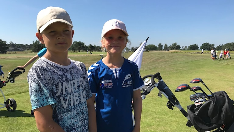 Anton och Agnes gillar att levla inom golfen så som de jobba på Kristianstad GK.