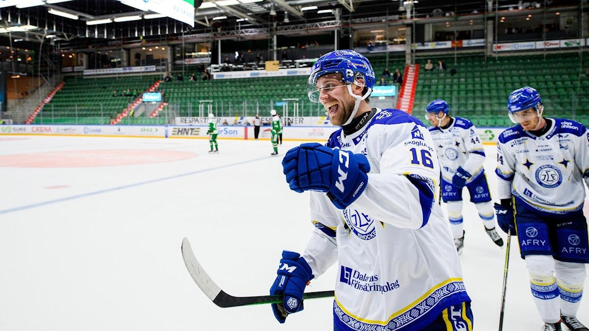 Leksands Daniel Gunnarsson och Peter Cehlarik jublar.