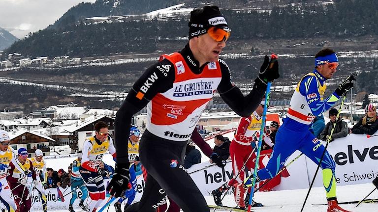 Dario Cologna leder inför sista etappen.