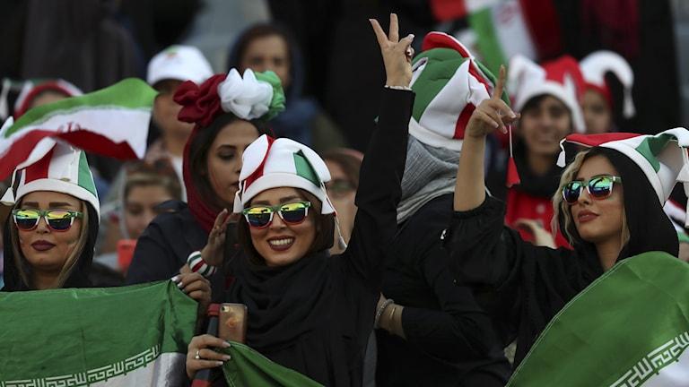 Iranska supportrar i VM-kvalmötet med Kambodja.