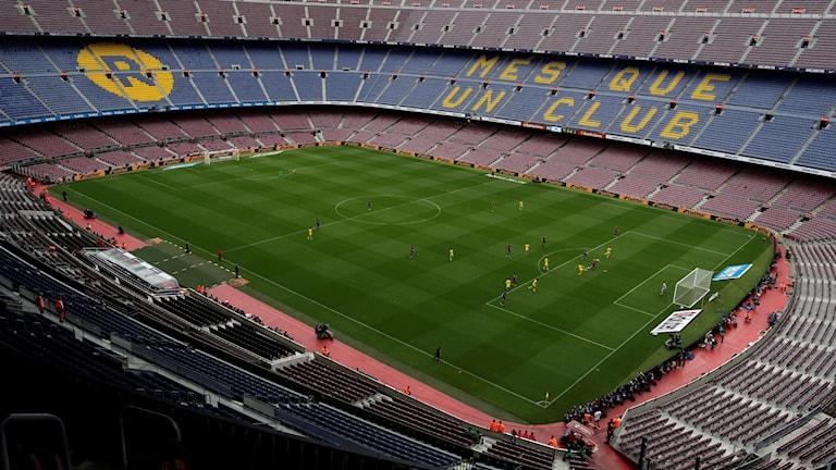 Barcelona spelade inför tomma läktare.