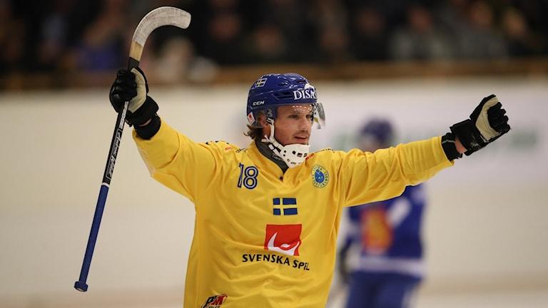 Joakim Andersson jublar vid 1-0-målet mot Finland.