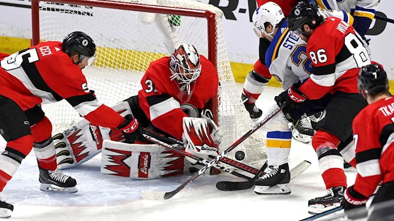 Ottawa Senators Anders Nilsson släppte inte in något mål mot Alexander Steens St Louis Blues.