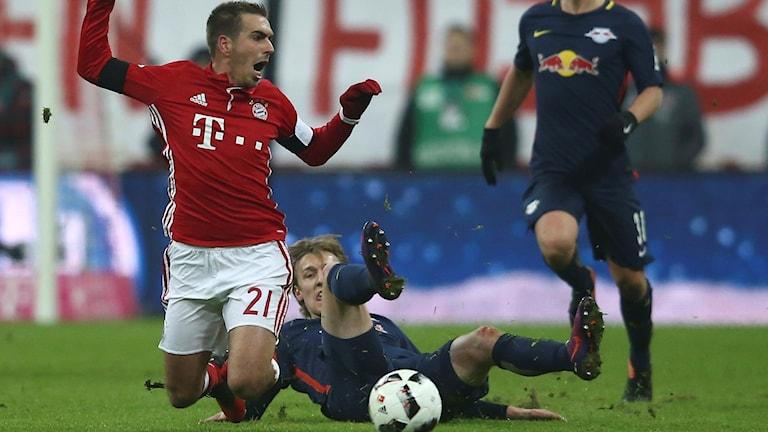 Emil Forsbergs tackling på Philipp Lahm gav rött kort.