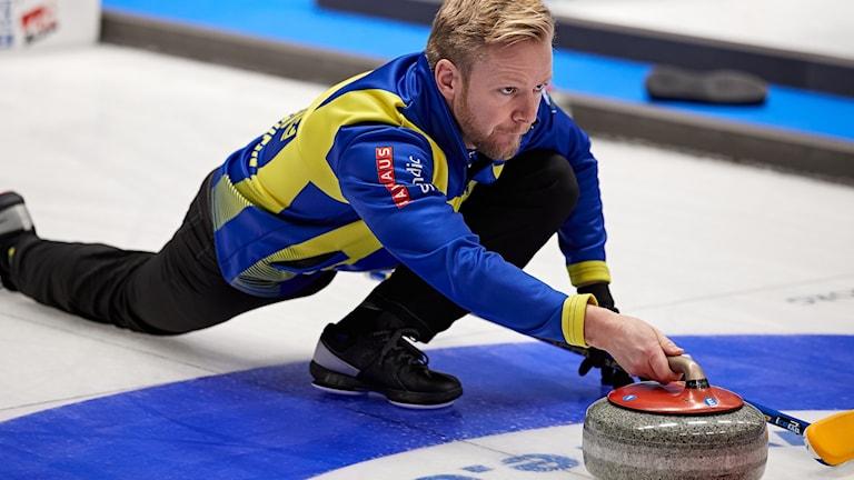 HELSINGBORG 20191116 Sveriges Niklas Edin under curling-EM 2019 i Olympiahallen. Foto: Anders Bjurö / TT