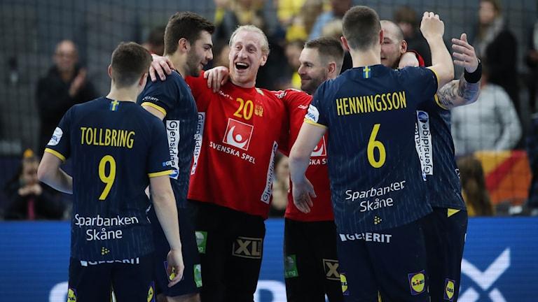 Svenskt jubel mot Polen i handbolls-EM.