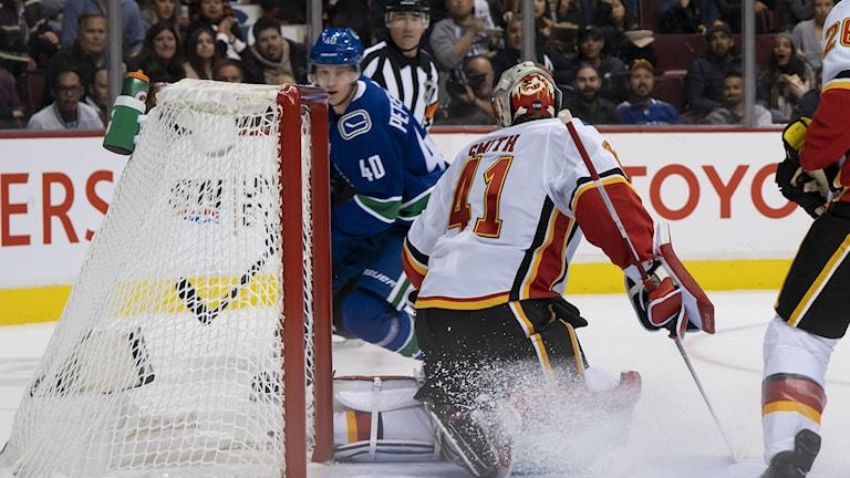 Elias Pettersson gör sitt första NHL-mål.