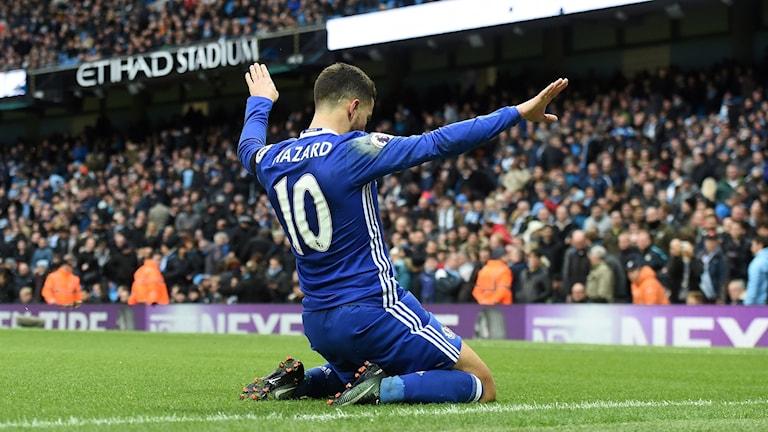 Eden Hazard firar det avgörande 3-1-målet.