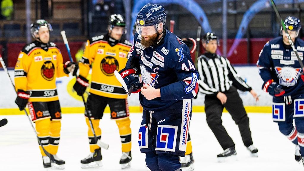 Linköpings Jonas Junland deppar mot Luleå.