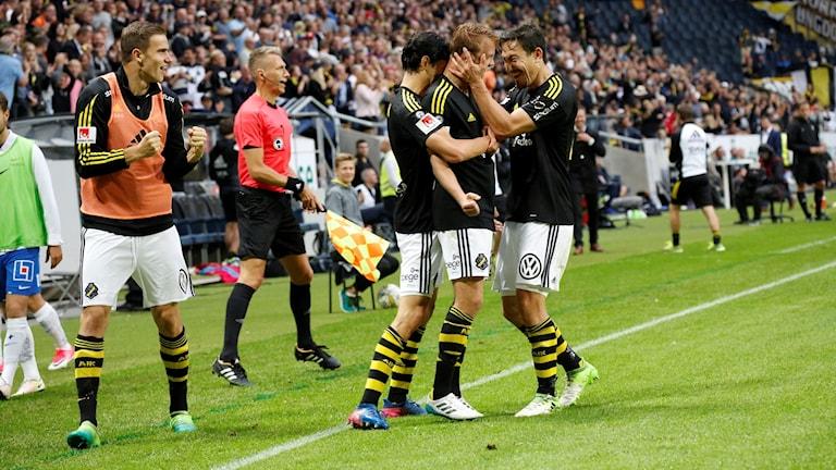 AIK firar segermålet mot Norrköping.