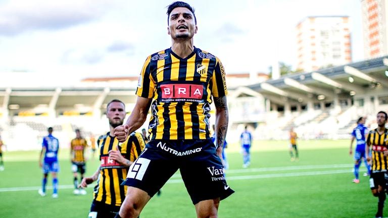 Ahmed Yasin firar ett av sina två mål mot Sundsvall.