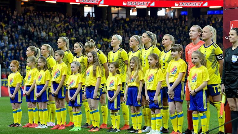 Sveriges lag vid landskampen mot Tyskland.