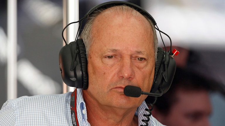 Ron Dennis tvingas lämnar McLaren.