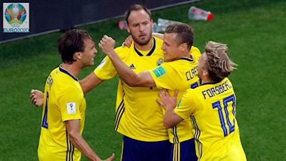 Svenska landslagets målglädje. Foto: Efrem Lukatsky/TT