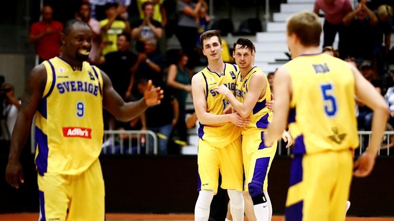 Sveriges basketherrar spelar VM-kval mot Armenien.