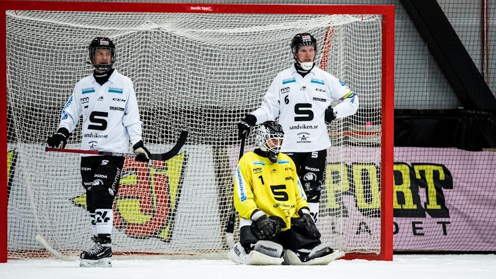 Sandvikens målvakt Joel Othén, Victor Berling och Daniel Berlin.