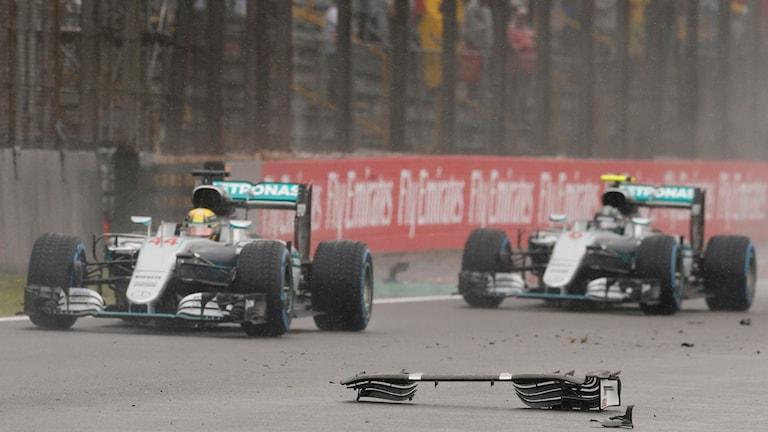 Regnkaos i Brasiliens Formel 1-tävling.