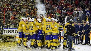 Tre Kronor firar efter VM-guldet.