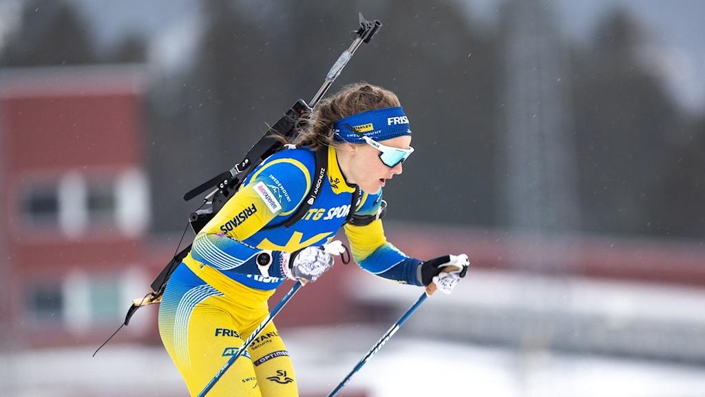 Skidskytten Stina Nilsson vid en träning på Swedish National Biathlon Arena i Östersund.