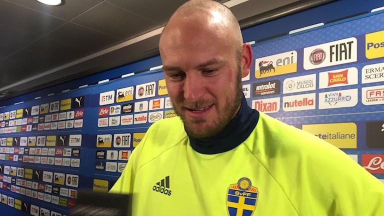 Andreas Granqvist med rakad skalle. Foto: Martin Hedberg/Sveriges Radio