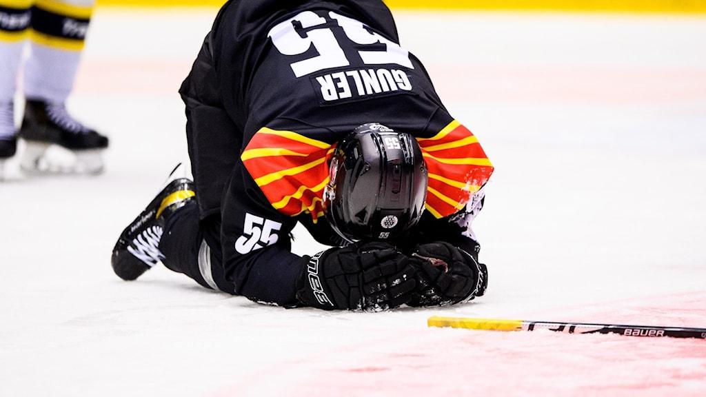 Noel Gunler, Brynäs, är anmäld till disciplinnämnden efter en crosschecking mot Emil Andrae i HV71.
