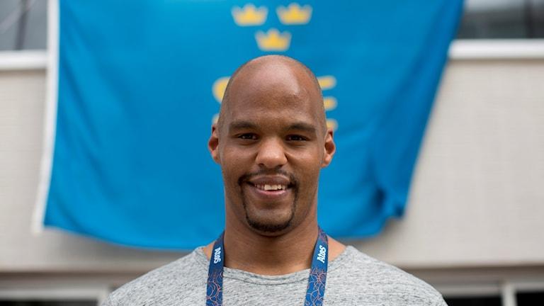 Kulstötaren Jeffrey Ige på plats i Rio.