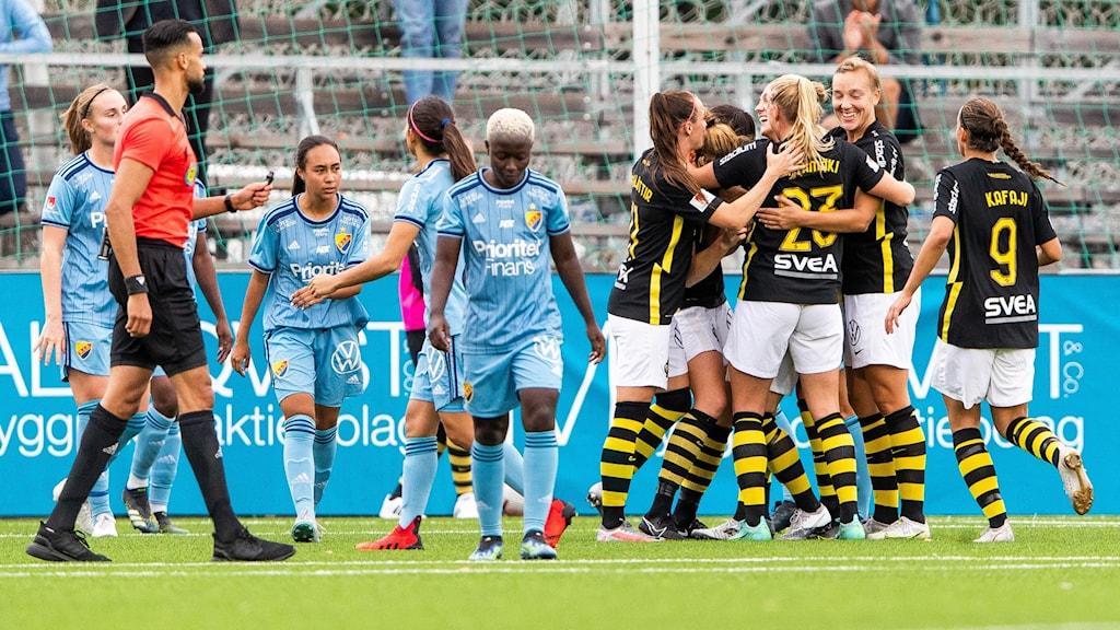 AIK firar efter 1-0-målet mot Djurgården.