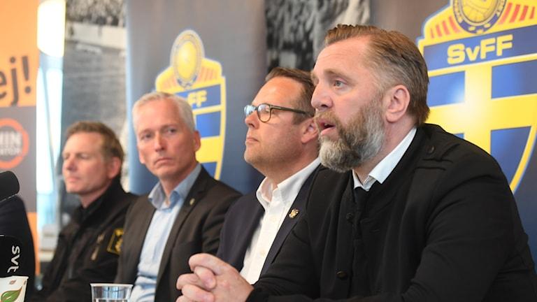 Björn Wesström på AIK:s presskonferens.