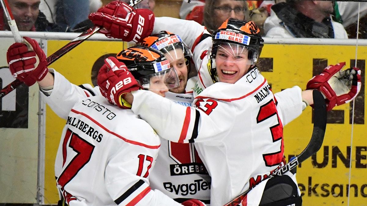 Örebrospelarna jublar efter 3-0-segern mot Mora.