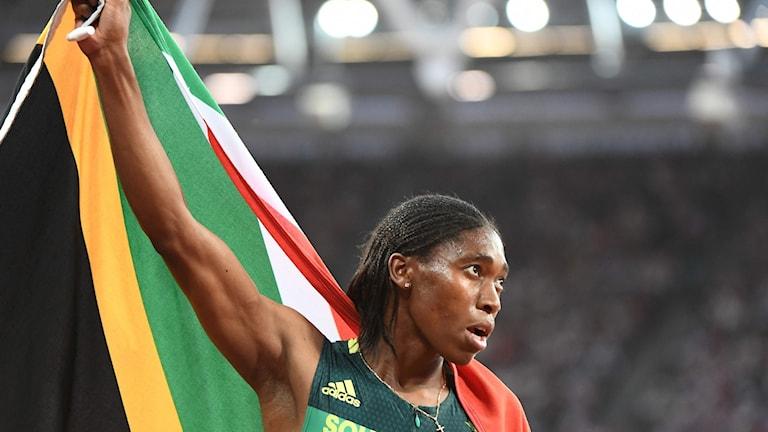 Caster Semenya med sydafrikanska flaggan