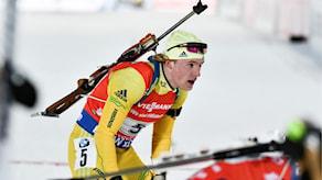 Sebastian Samuelsson i aktion under söndagens singelstafett under världscupspremiären i skidskytte på skidskyttestadion i Östersund.