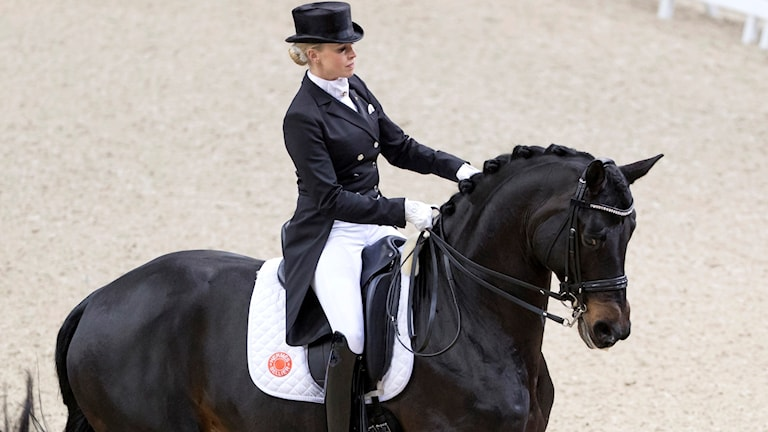Tysklands ryttare Jessica von Bredow-Werndl på sin häst.