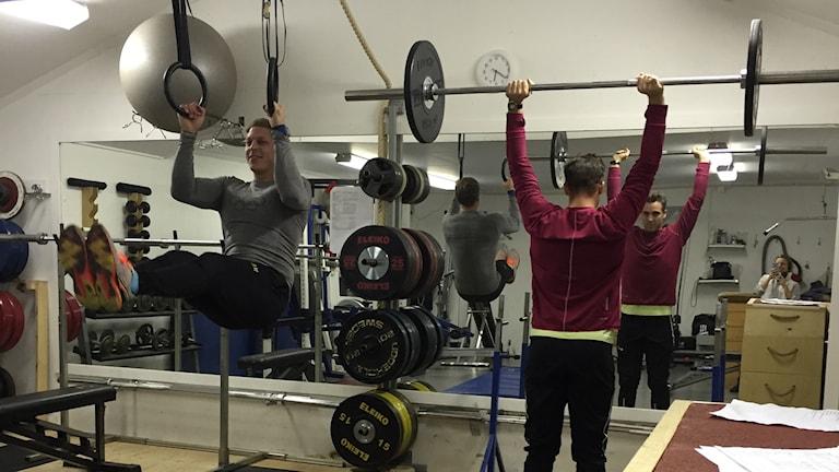 Petter Menning och Kim Amb tränar tillsammans. Foto: Linn Nenzén/SR