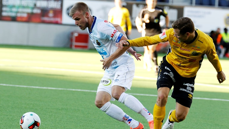 Gefles Robin Nilsson mot Elfsborgs Viktor Claesson.