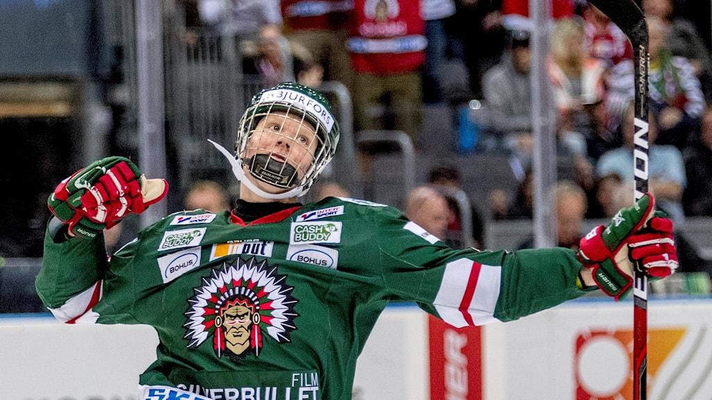 GÖTEBORG 20171021 Frölundas Rasmus Dahlin jublar efter 1-0 målet under lördagens ishockeymatch i SHL mellan Frölunda HC och Skellefteå AIK i Scandinavium. Foto: Adam Ihse / TT