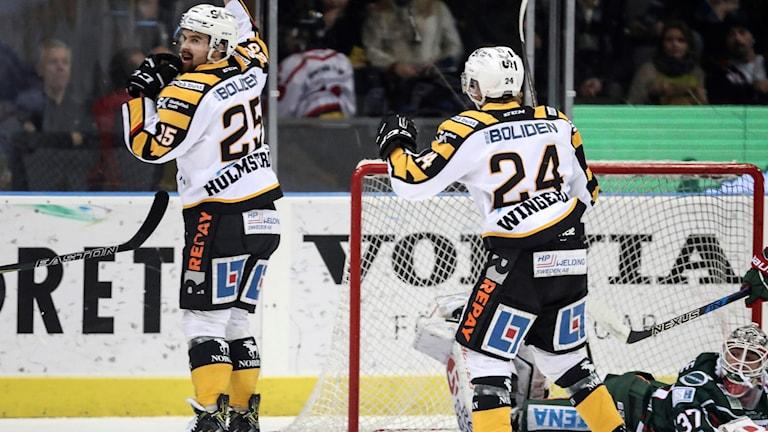 Axel Holmström jublar efter ett av sina två mål.