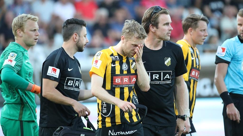 Rasmus Lindgren utgick skadad mot AIK.
