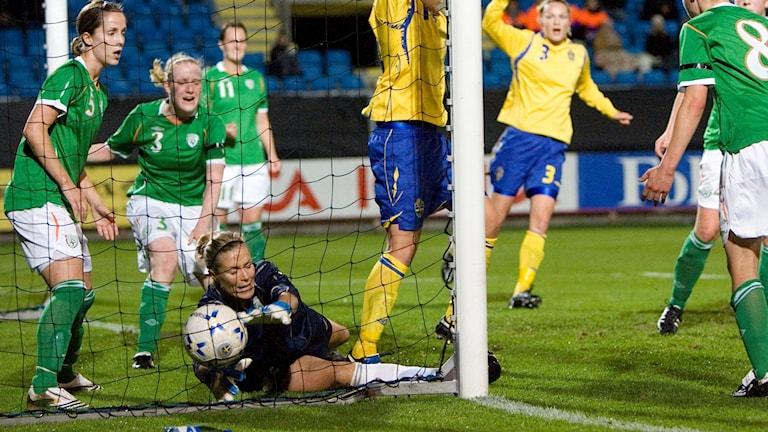 Irländska målvakten Emma Byrne är en av spelarna som vill se bättre villkor.