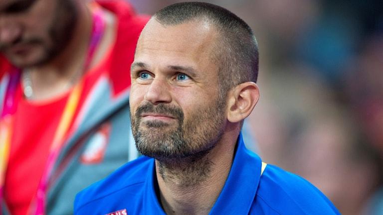 Sofie Skoogs tränare Stefan Holm under höjdhoppskvalet under Friidrotts-VM i London.