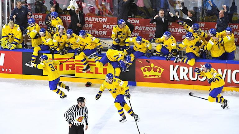 KÖPENHAMN 20180520  Sverige jublar vid segern i finalen i ishockey-VM mellan Sverige och Schweiz i Royal Arena.  Tre Kronor vann med 3ó2 efter straffläggning.  Foto: Claudio Bresciani / TT