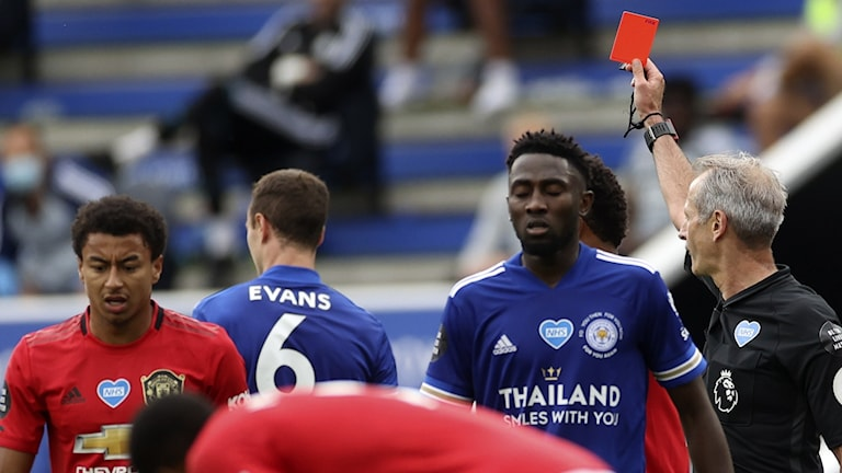 Spelare i England kan riskera kort för hosta.