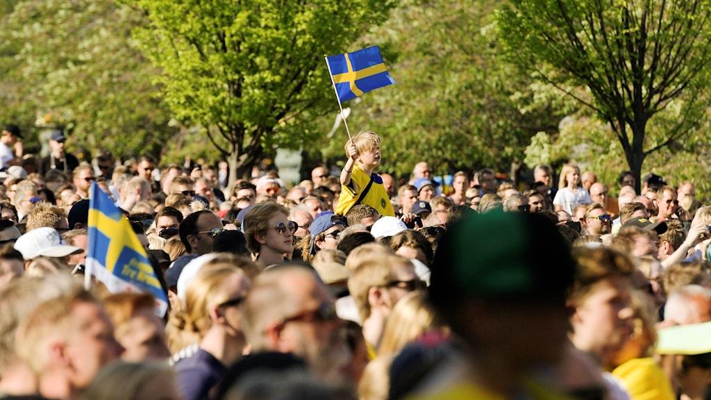 Tre Kronor firas i Kungsträdgården.