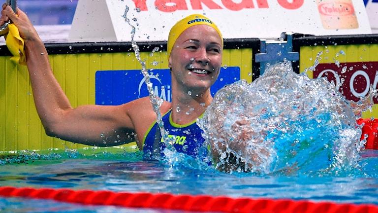 Sarah Sjöström efter guldet på 50 meter fjäril på VM i Budapest.
