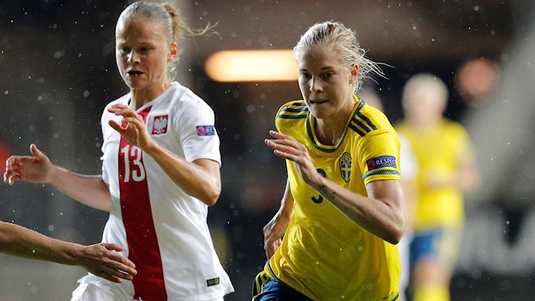 Lina Hurtig i EM-kvalmatchen mot Polen förra året.