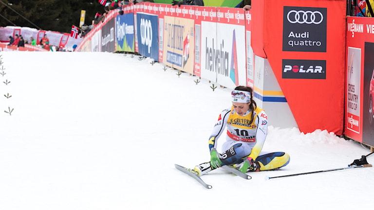 Val di Fiemme, Italia 20180107. Anna Haag i mål under jaktstarten på 9 km i Val di Fiemme Foto: Terje Pedersen / TT