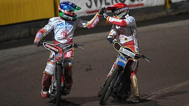 Rospiggarnas Timo Lahti och Jason Doyle i SM-finalen mot Dackarna.